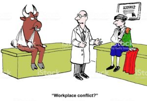 The two workers do not get along, natural enemy, conflict.