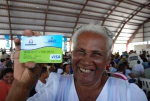 Mujer beneficiada con Tarjeta Solidaridad